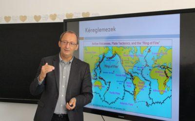 Prof. Dr. Kun Ferenc, a Debreceni Egyetem oktatójának, az MTA doktorának előadása